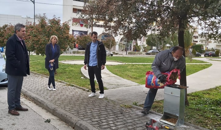 Άρτα: Μέριμνα για τα αδέσποτα από τον Δήμο Αρταίων με νέα σταθερά σημεία σίτισης