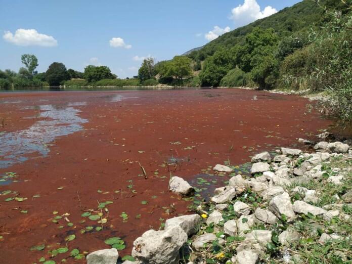 Γιάννενα: Εν αναμονή των αναλύσεων για το «κόκκινο στρώμα» στην Παμβώτιδα