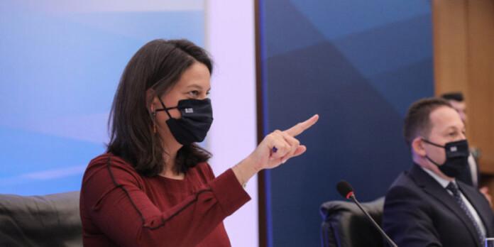 niki-keramews-sxoleia-maska
