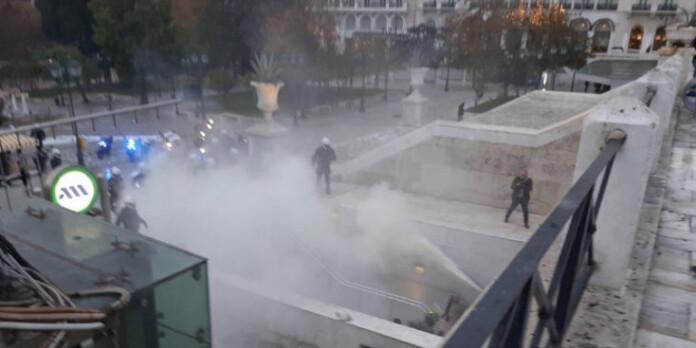 metro-syntagma-entasi-antiexousiastes